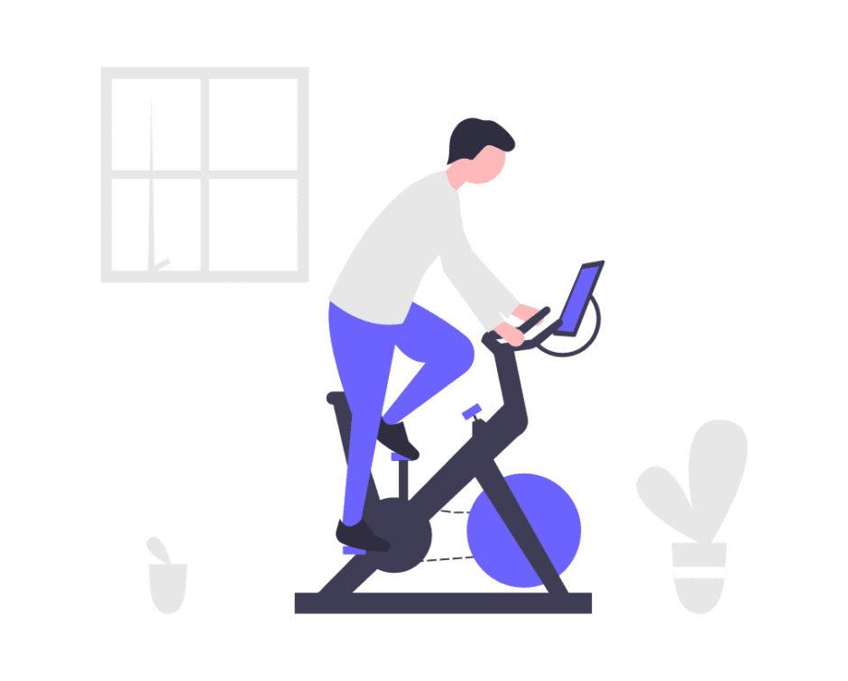 室内バイクに乗る男性の画像。